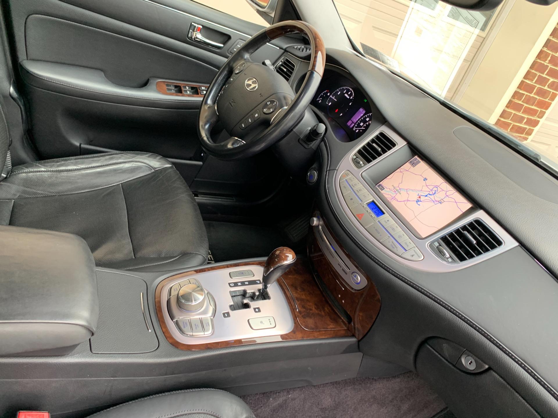 Used-2011-Hyundai-Genesis-46L-V8