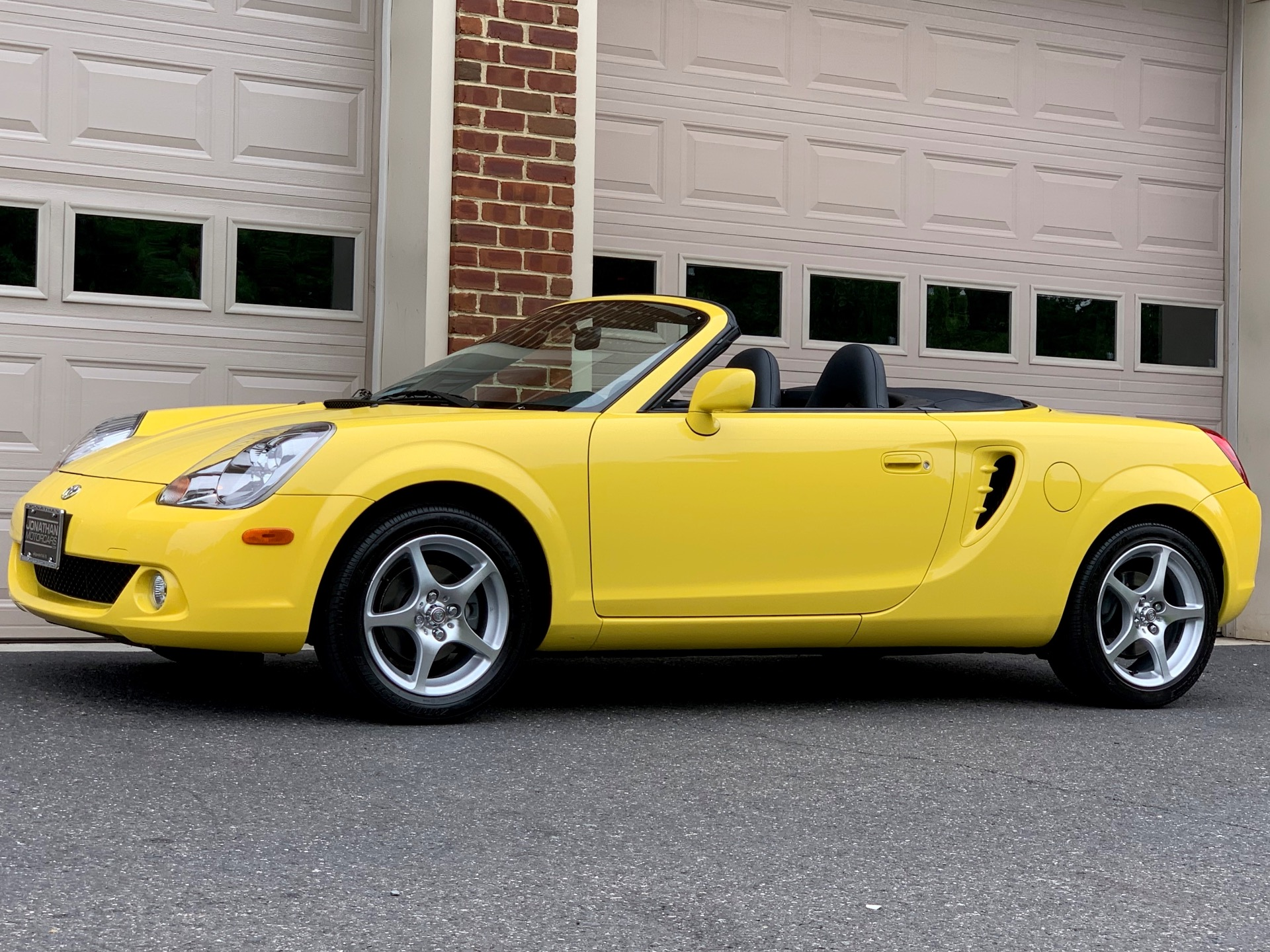 Used-2003-Toyota-MR2-Spyder