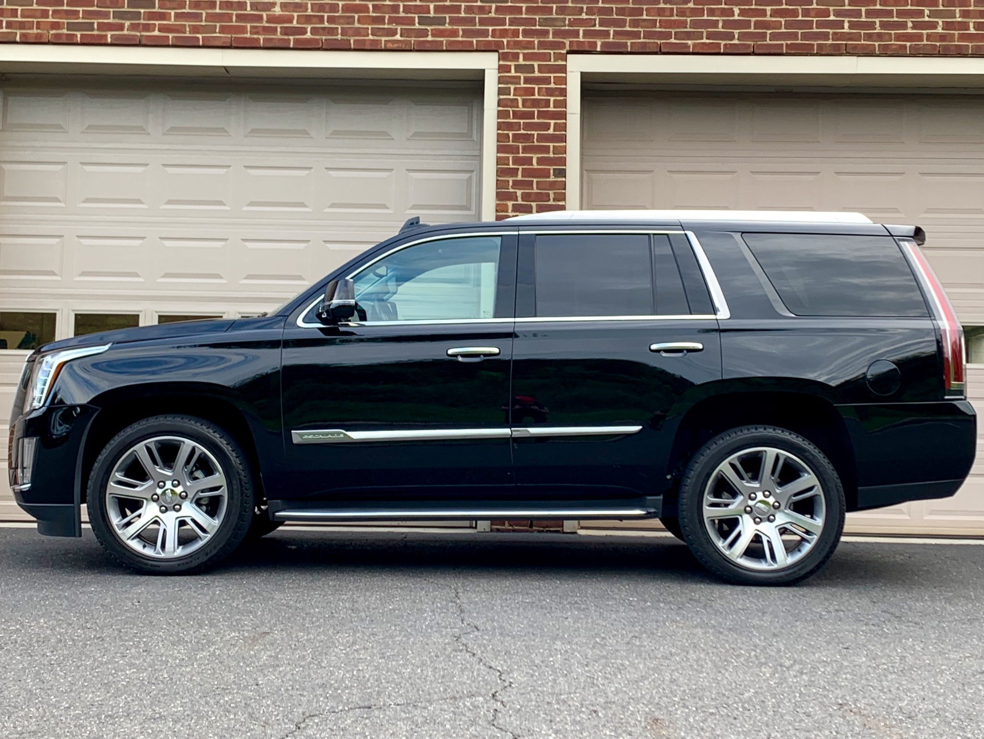 Used-2016-Cadillac-Escalade-Luxury-Collection
