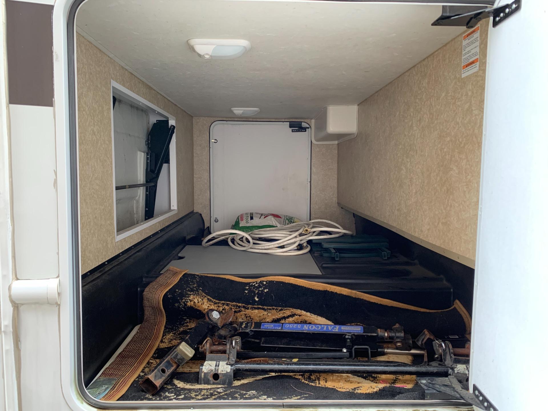 Used-2011-Ford-Thor-Motor-Coach-Hurricane-30Q