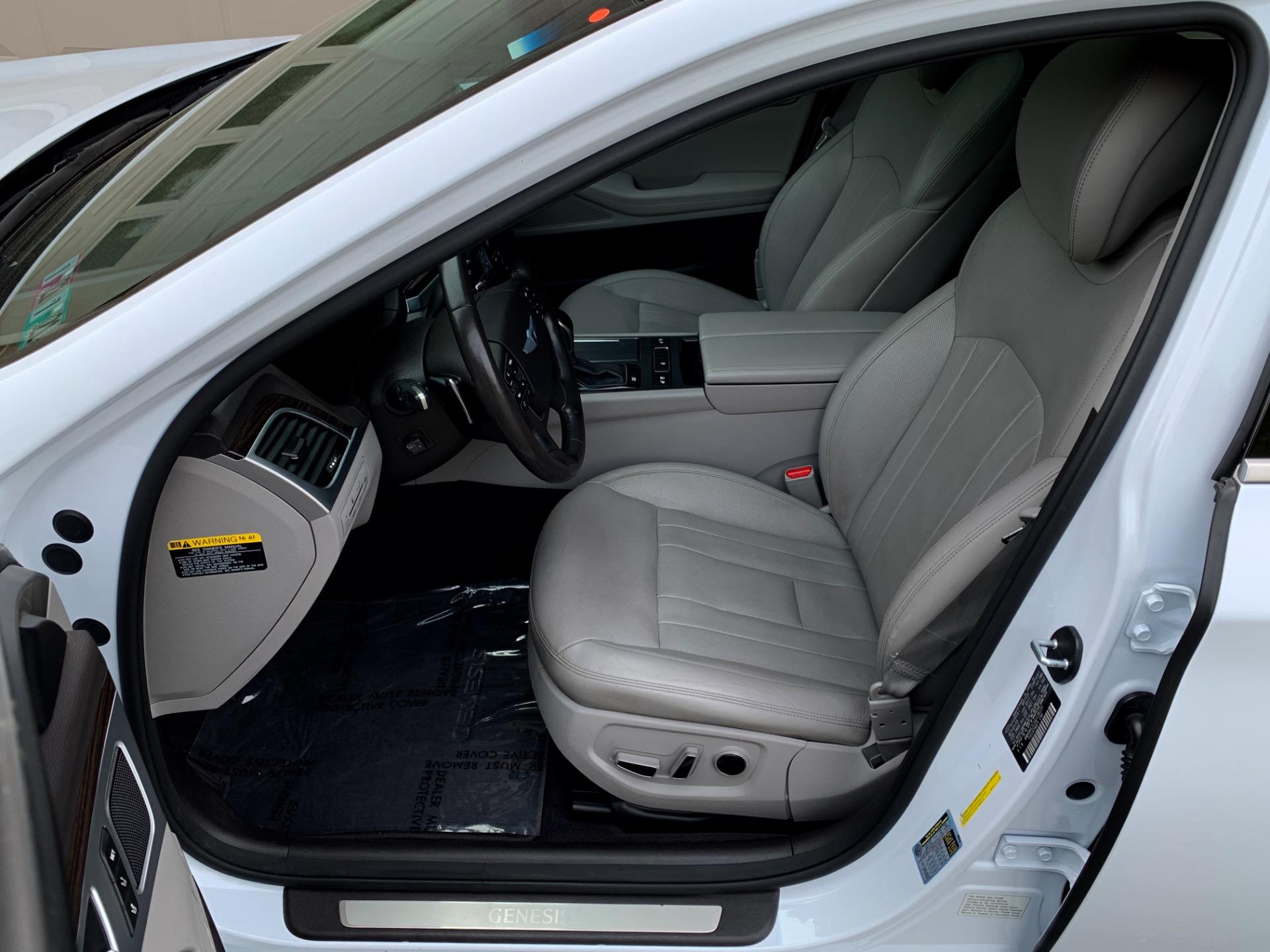 Used-2016-Hyundai-Genesis-38L