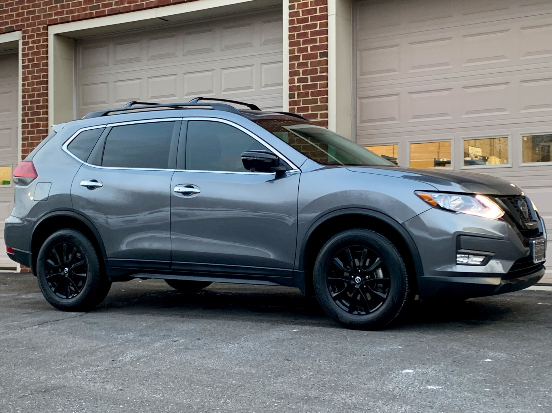 Used-2018-Nissan-Rogue-SV-Midnight