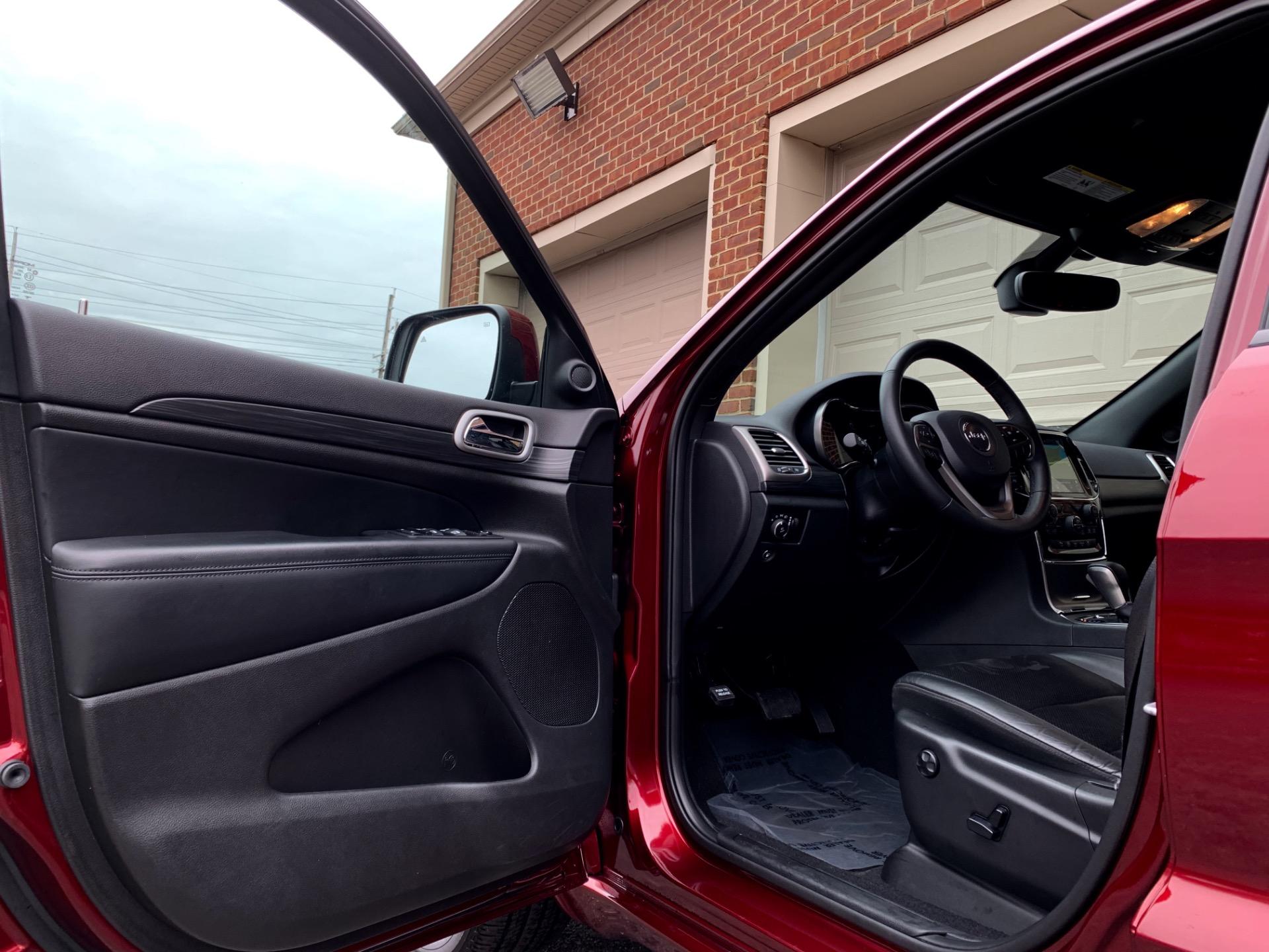 Used-2019-Jeep-Grand-Cherokee-Altitude