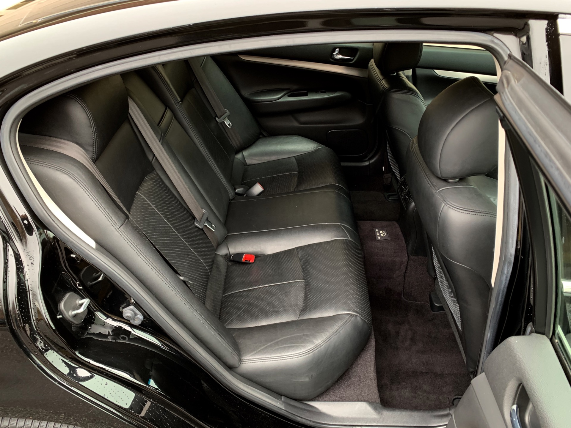 Used-2011-INFINITI-G25-Sedan-x