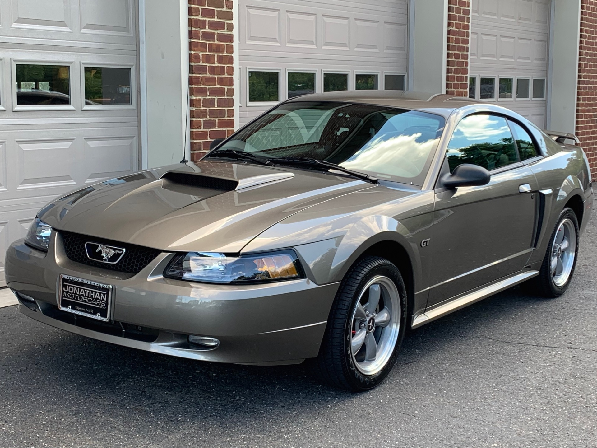 Used-2002-Ford-Mustang-GT-Deluxe