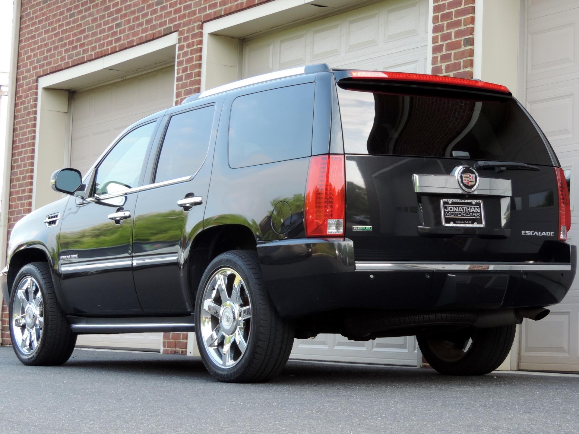 Used-2010-Cadillac-Escalade-Luxury