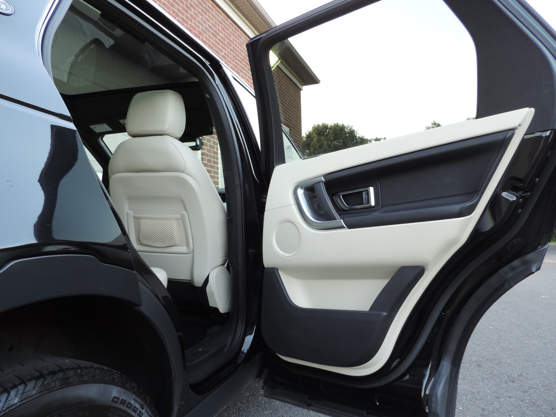Used-2016-Land-Rover-Discovery-Sport-HSE-LUX