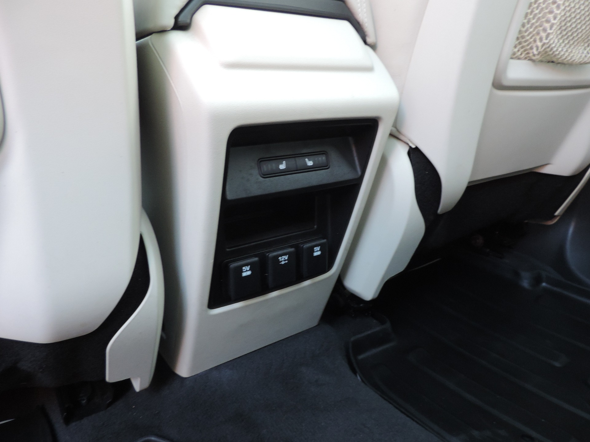 Used-2016-Land-Rover-Discovery-Sport-HSE-LUX-Navigation--Lane-Departure