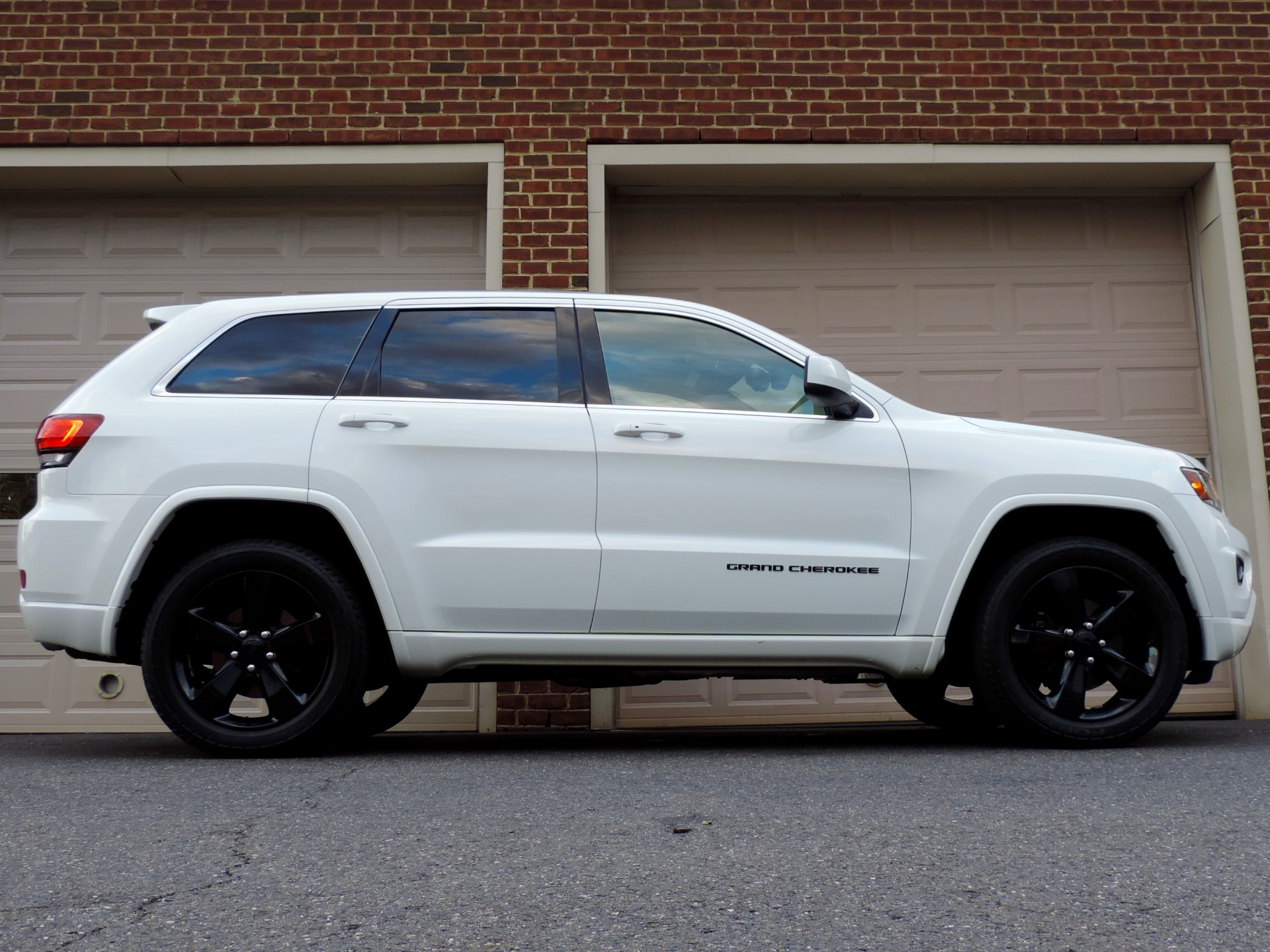 Used-2015-Jeep-Grand-Cherokee-Altitude