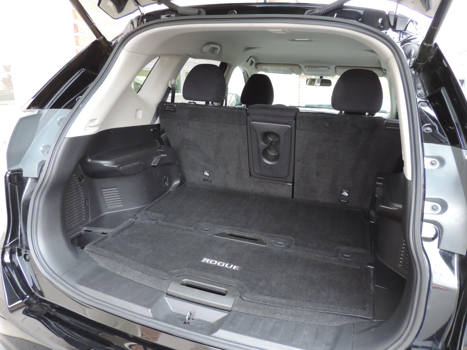 Used-2016-Nissan-Rogue-SV-AWD