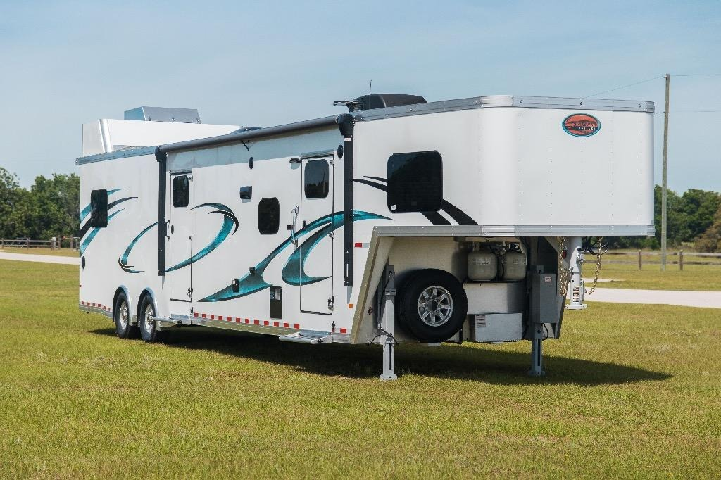 New 2020 Sundowner 2486SGM 42.5' Toy Hauler | Edgewater Park, NJ