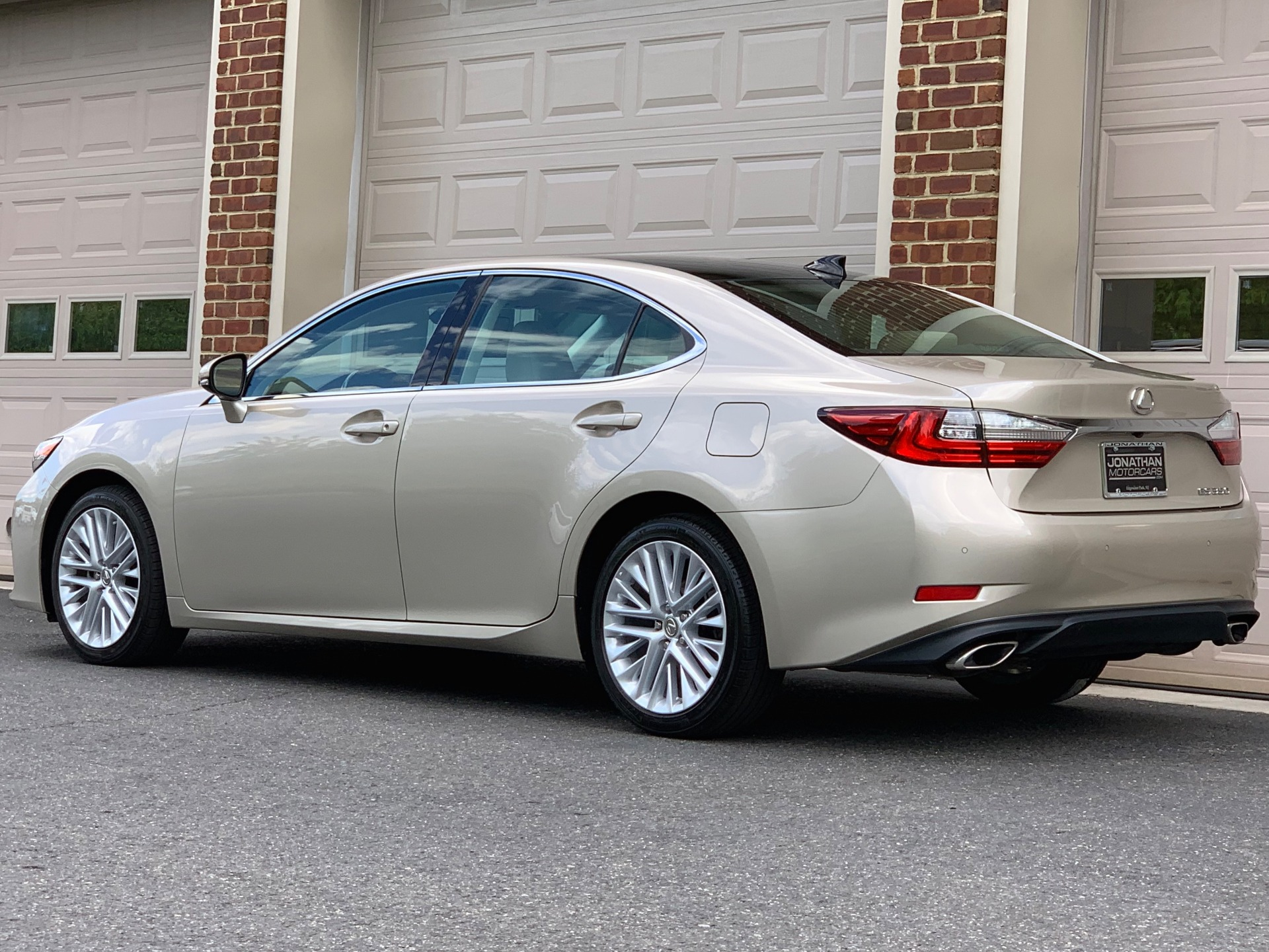 Used-2016-Lexus-ES-350-Luxury-Edition