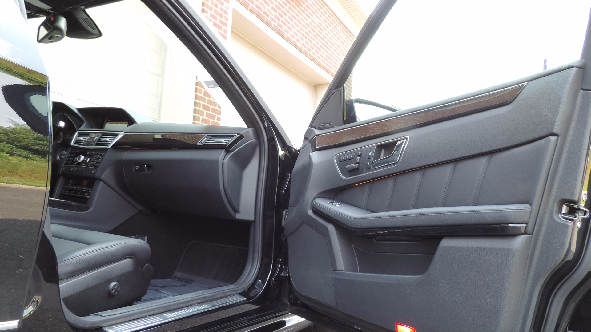 Mercedes-Benz E-Class: NECK-PRO head restraints