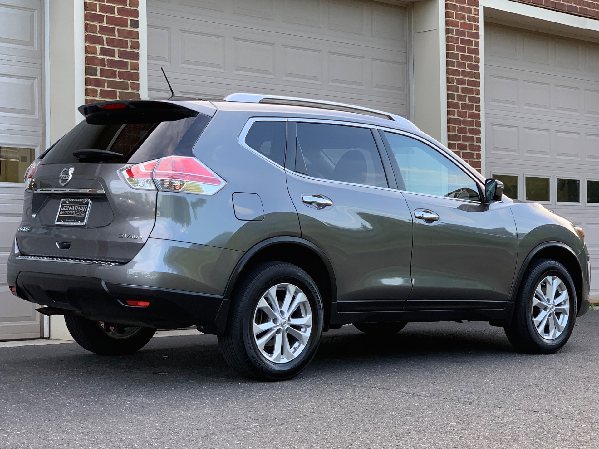 Used-2016-Nissan-Rogue-SV-AWD-Premium