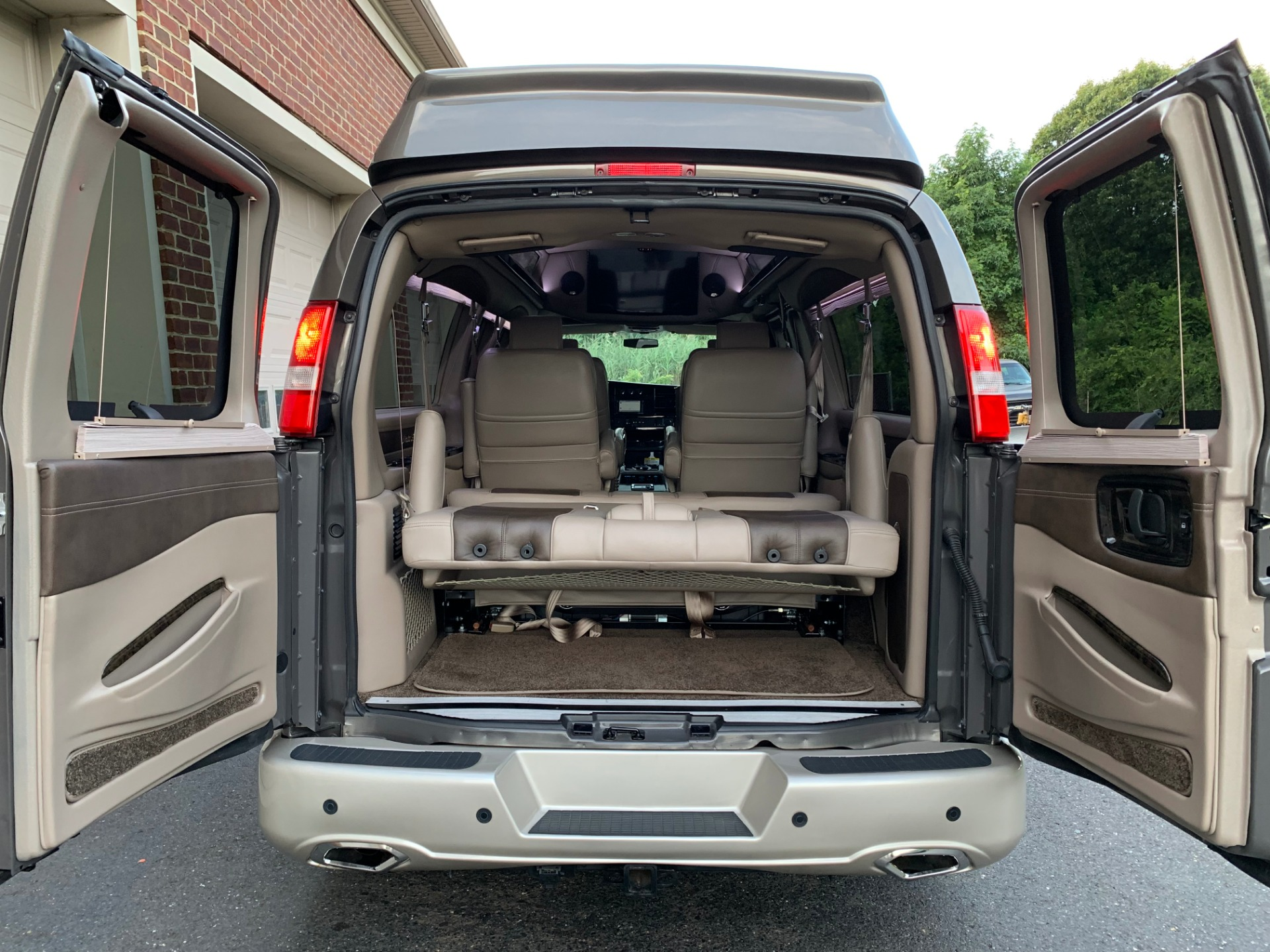 Used-2015-Chevrolet-Express-Explorer-2500-Limited-Se-High-Top-Conversion