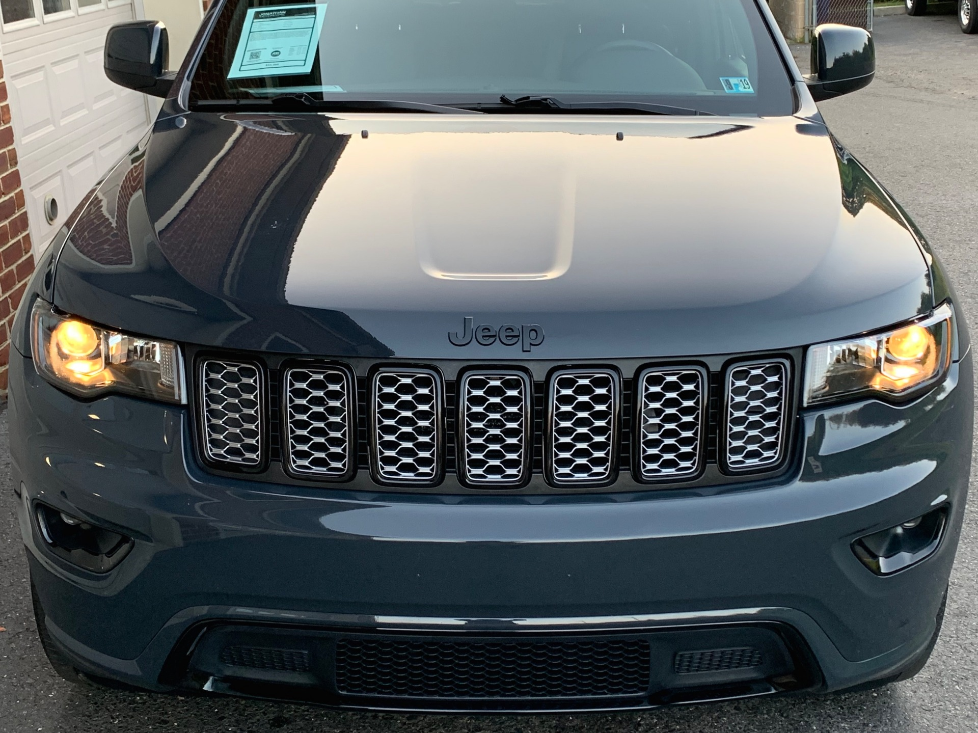 Used-2018-Jeep-Grand-Cherokee-Altitude