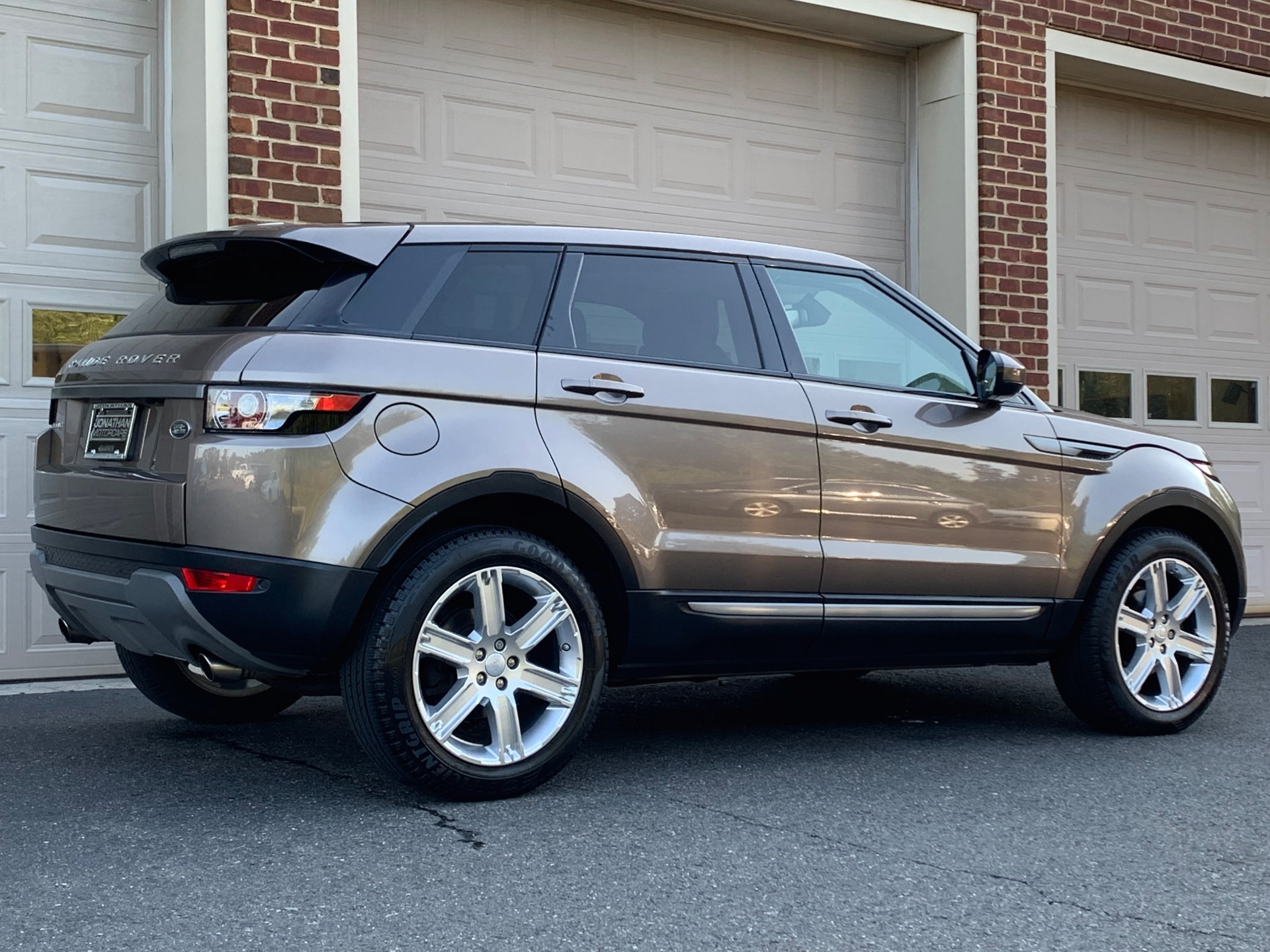 Used-2015-Land-Rover-Range-Rover-Evoque-Pure-Plus