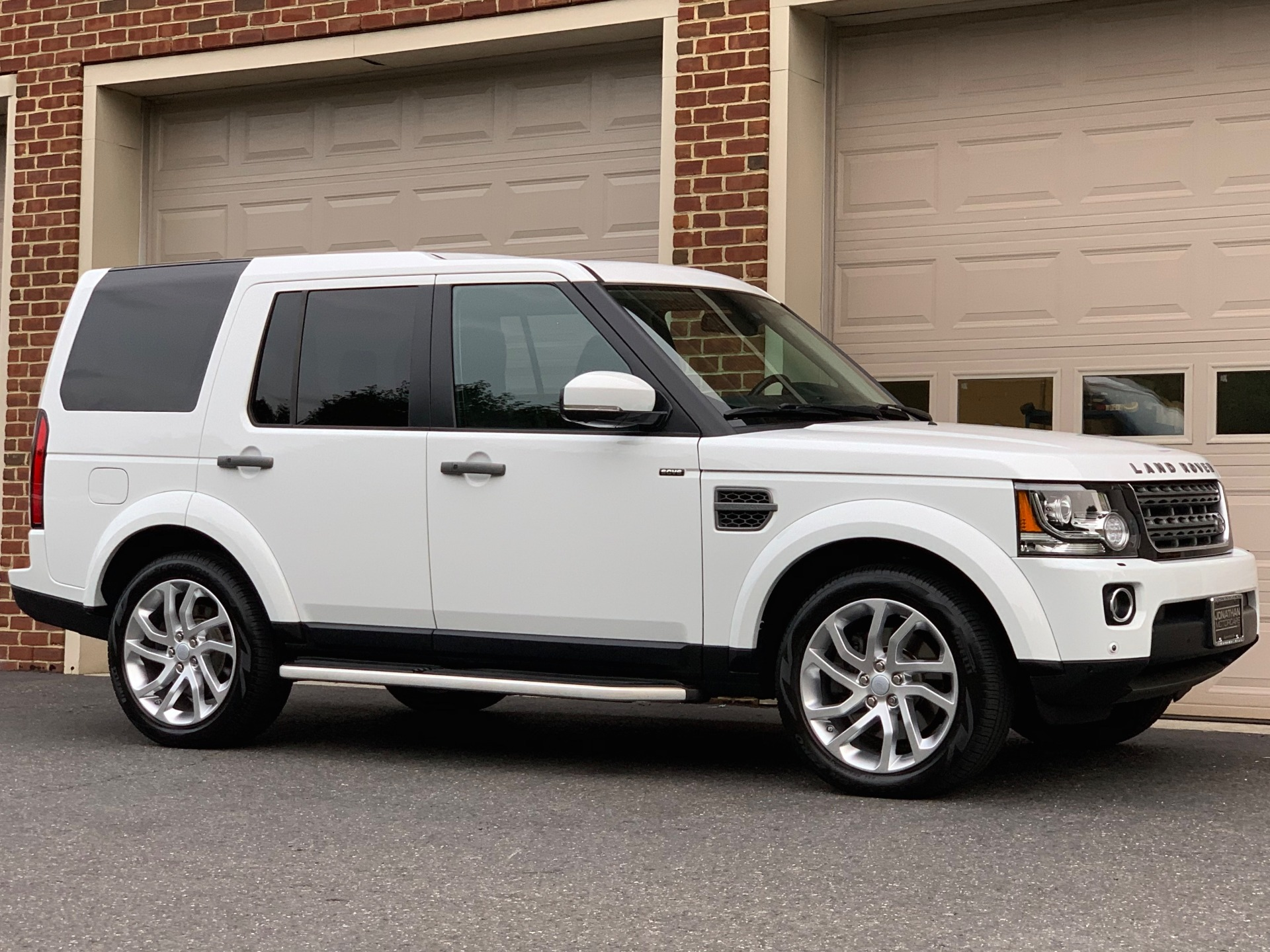 Used-2016-Land-Rover-LR4-HSE-Silver-Edition