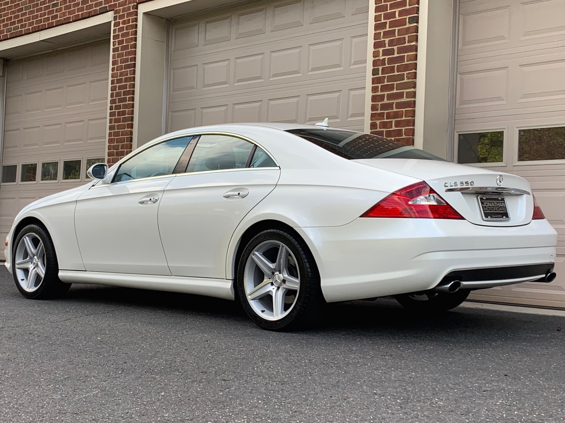 Used-2008-Mercedes-Benz-CLS-CLS-550-Diamond-White-Edition