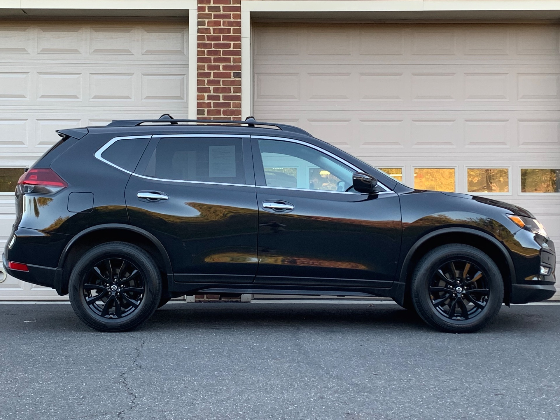 Used-2018-Nissan-Rogue-SV-Midnight-Edition