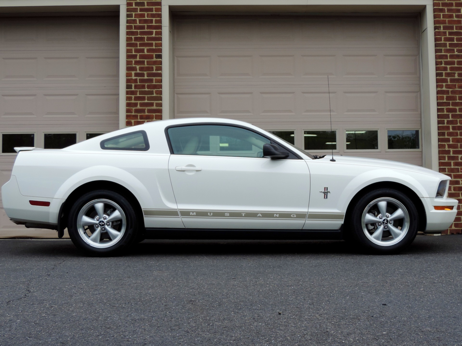Used 2007 ford mustang v6 premium leather