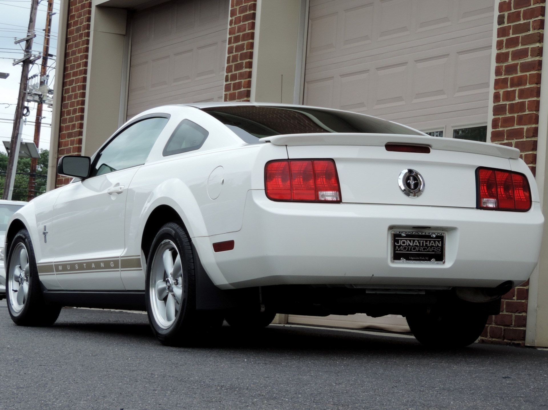 2007 ford mustang v6 premium leather low mileage fully