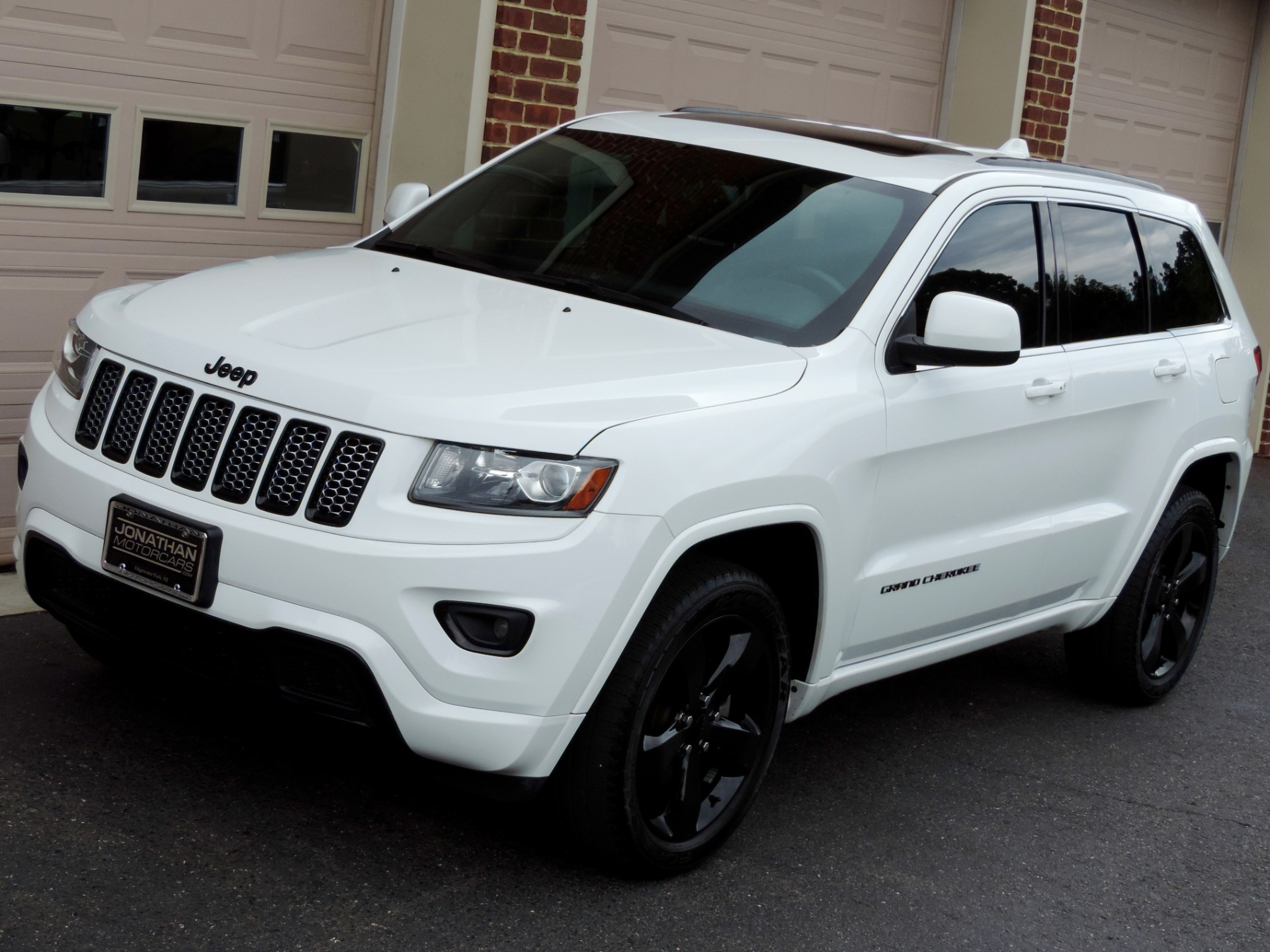 2015 jeep grand cherokee altitude stock 775497 for sale near edgewater park nj nj jeep dealer. Black Bedroom Furniture Sets. Home Design Ideas