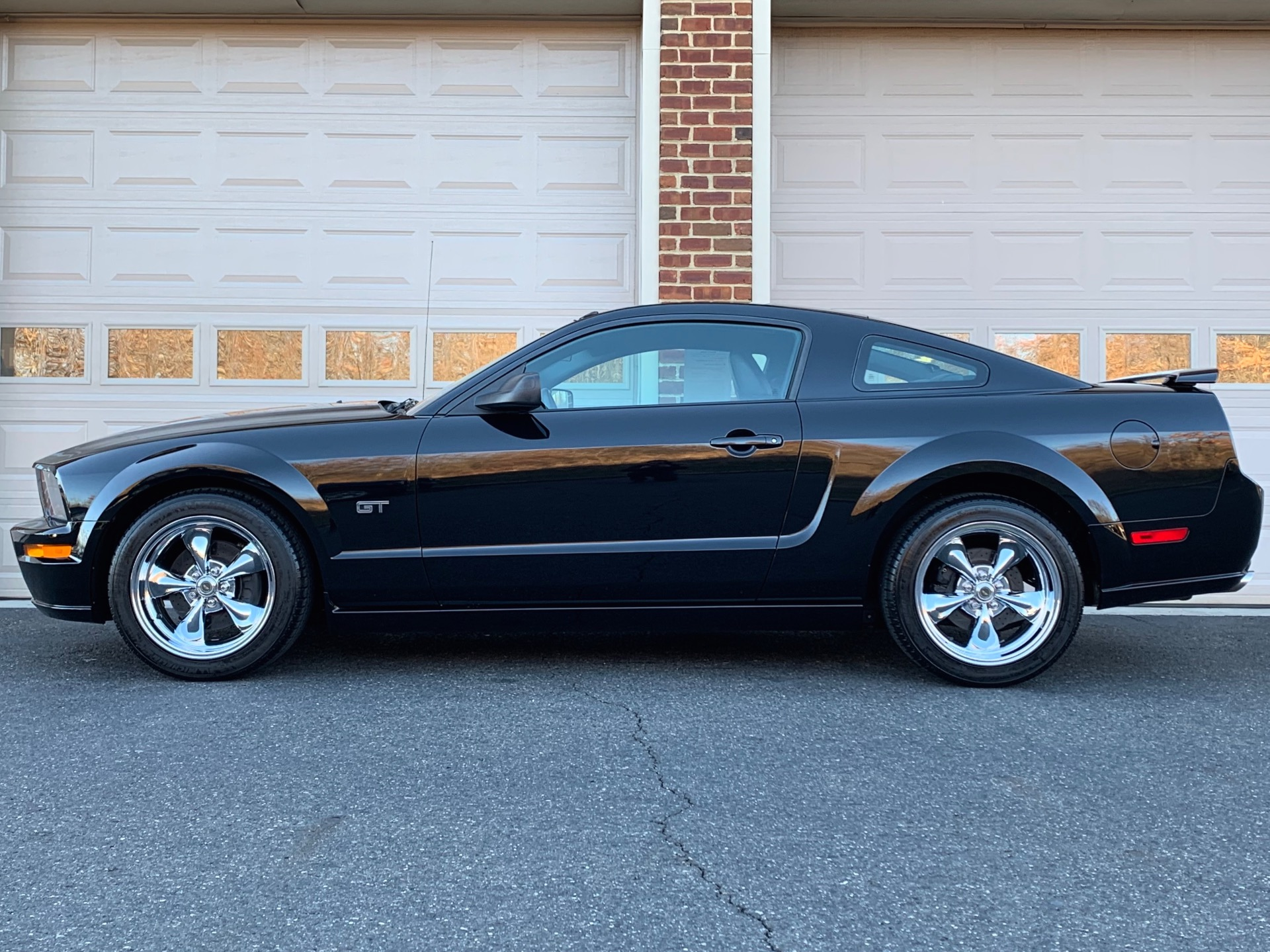 Used-2005-Ford-Mustang-GT-Premium